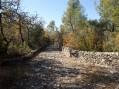 Chemin de pierre, direction cimetière des Beaumettes