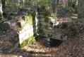 Montagne de Charray et ruines de l'ancien Prieuré