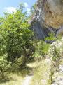 Sentier sous les falaises